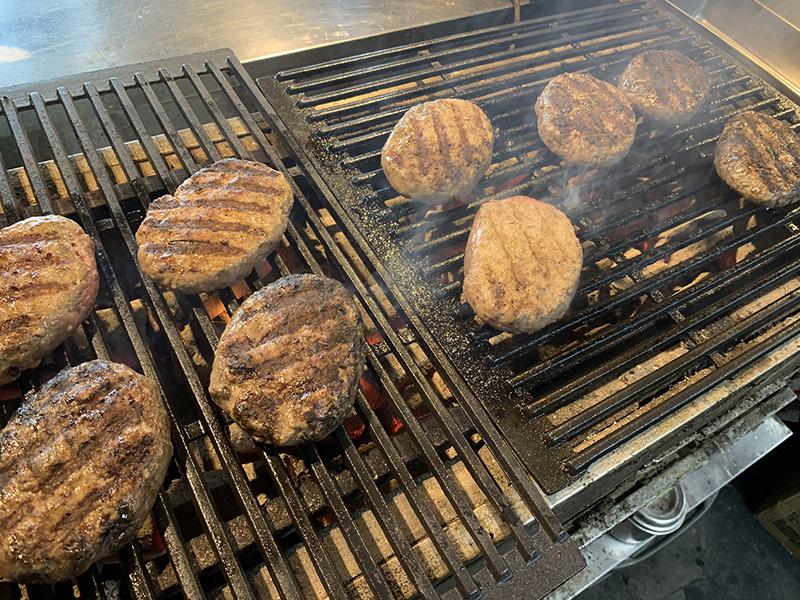 [犇亭 ひしめきてい]4月7日オープンした熟成牛超粗挽き炭火焼きハンバーグの店です。